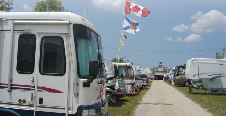 what is considered a full hookup campsite Camping rates (rv's & tent's) we have full hookup sites that can accommodate both small and large trailers and rv's full hook-up campsite reservation includes.