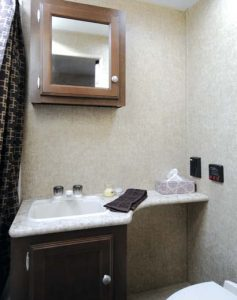Venture-RV-Sonic-Lite-bathroom